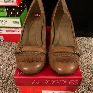 Aersoles Tan Leather heels low pumps size 9 1/2
